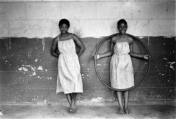 Cedric Nunn, The Green Sisters, Mangete, KwaZulu-Natal, 1982© ARTE F / Cedric Nunn