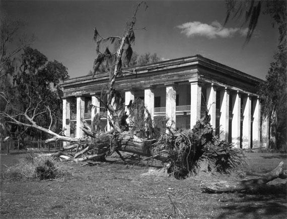 Walker Evans: Louisiana Plantation House, 1935SilbergelatineabzugSammlung Marcia Due und Jerry L. Thompson© Walker Evans Archive, The Metropolitan Museum of Art