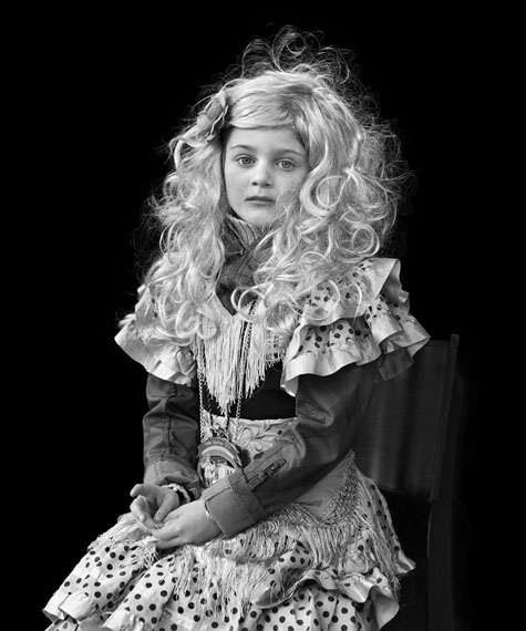 Loredana Nemes: Der Auftritt #17, 2014Silbergelatineabzug in 60 x 50 cm oder 120 x 100 cm© Loredana Nemes, courtesy Podbielski Contemporary