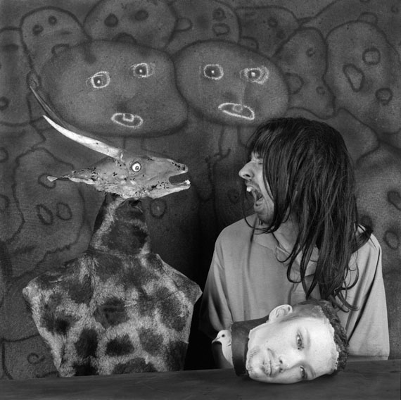 Roger Ballen, Altercation (Auseinandersetzung), 2012, aus der Serie: Asylum of the Birds © Roger Ballen