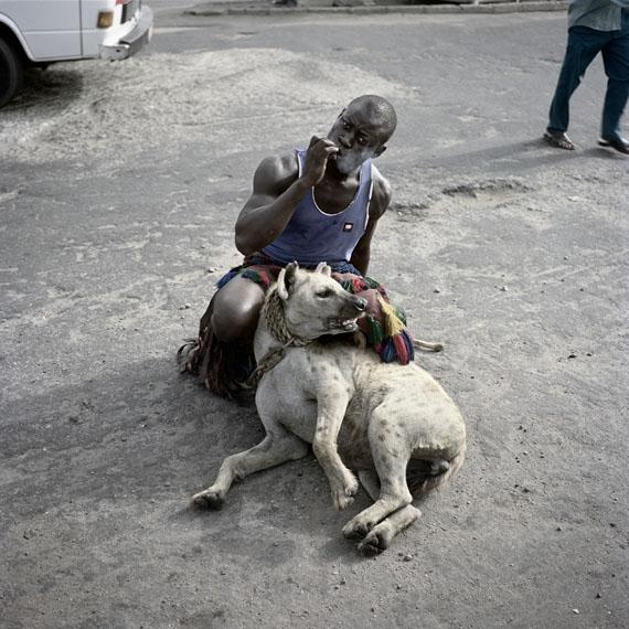 Pieter HugoAbdullahi Mohammed with Mainasara, Lagos, Nigeria (Serie II), 2007Aus der Serie: The Hyena & Other Men 2005-2007