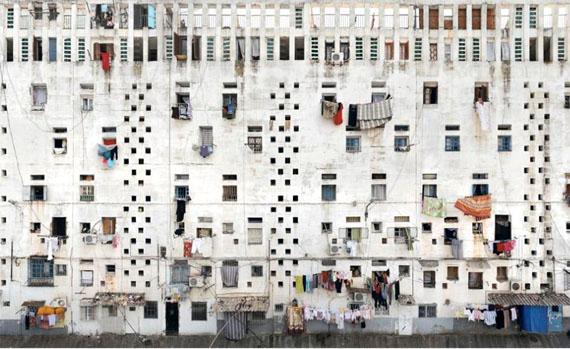 Stéphane Couturier, Alger Cité, «Climat de France», 2011-2012, Façade #1 C-Print, 90 x 90 cm; Courtesy of Ca' Asi