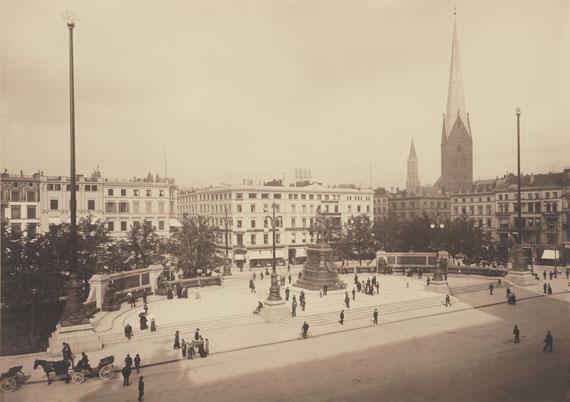 Georg Koppmann: Rathausmarkt von den Alsterarkaden aus gesehen, 1907