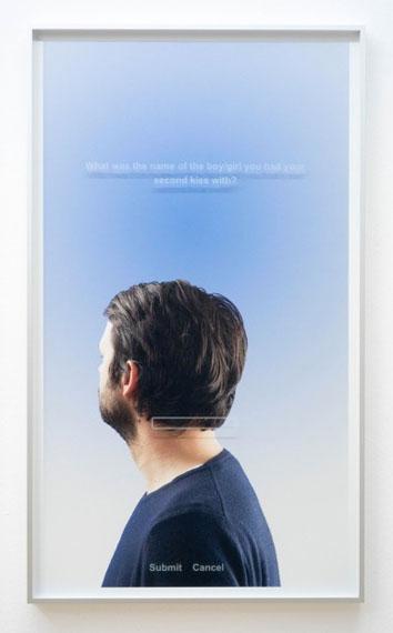 Flo Maak: HP, 2015Pigment-Print, Glas graviert, gerahmt100 x 58 cm, Auflage 4 + 1 AP140 x 80 cm, Auflage 2 + 1 AP