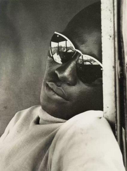 AnonymeHomme noir aux lunettes noires, Vers 1960© Courtesy Lumière des Roses