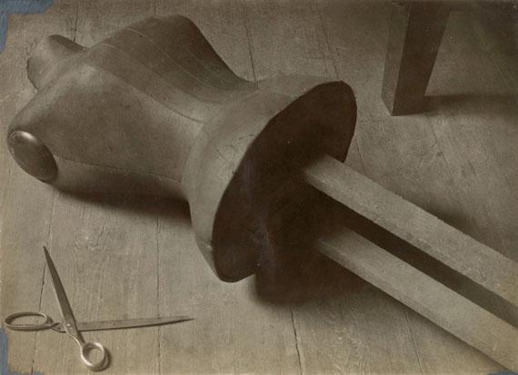 Alice Lex-Nerlinger: Schneiderpuppe, um 1928