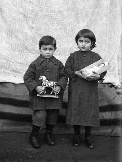 Children with Toys, Bleniotal© Fondazione Archivio Fotografico Roberto Donetta, Corzoneso