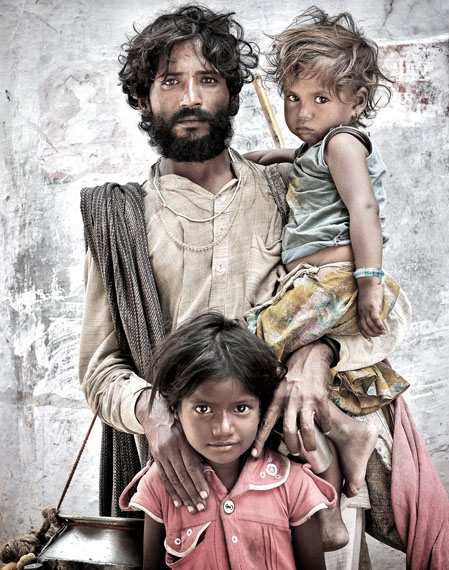 Portrait of a Beggar with his Children, India 2013, 110 x 140 cm, Ltd. Ed. 10