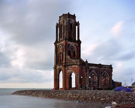 Thomas Jorion: Eglise du Sacré Coeur, Vietnam, 2014, Serie Vestiges d'Empire, 96 x 120 cm, C-Print