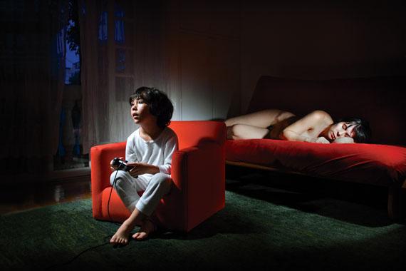Ana Casas Broda: Videospiel, 2009 aus: Kinderwunsch, 2006-2012. Inject print on cotton paper
