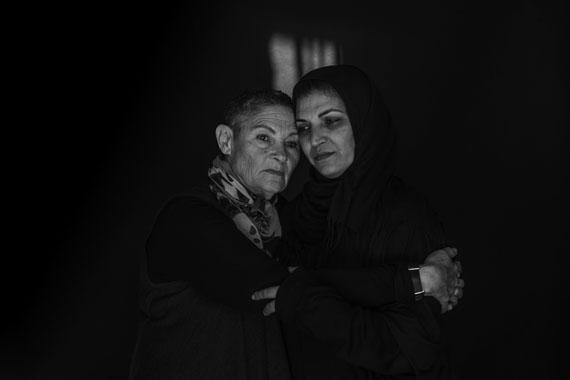 Robi Damelin, links, Israeli, verlor 2002 ihren 27 Jahre alten Sohn David DamelinBushra Awad, rechts, Palästinenserin aus Beit Umar, Westbank, verlor 2008 ihren 17 Jahre alten Sohn Mahmoud© Rina Castelnuovo