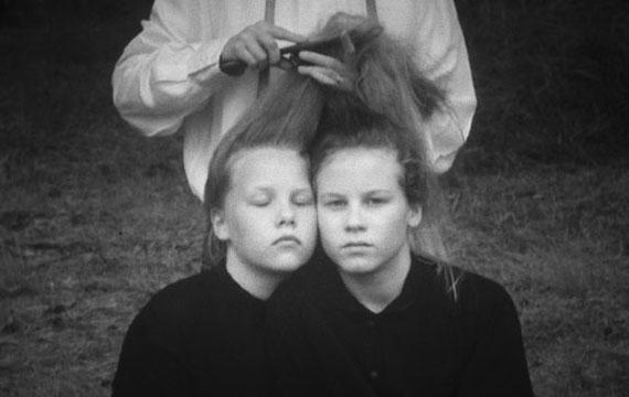 Juhana Moisander & Nelli Palomäki: Siskoksista, 2016