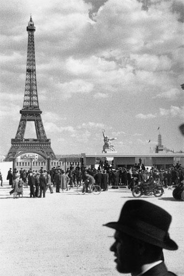 Willy MaywaldWeltausstellung in Paris, Eiffelturm und Sowjetischer Pavillon, 1937© Association Willy Maywald / VG Bild-Kunst, Bonn 2016