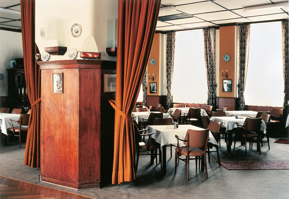 Candida Höfer: Hotel Bebber, Xanten, 1984, Fotografie, C-print, Städtische Galerie Karlsruhe, Sammlung Garnatz © VG Bild-Kunst, Bonn 2016