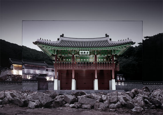 HAN Sungpil: Tandem Sequence, Namhansanseong Fortress, Archival pigment print, 2011 © HAN Sungpil