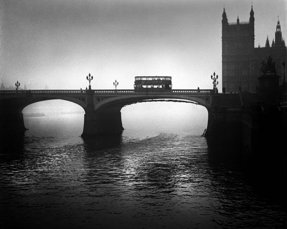 "René Groebli: from ""London"", 1949, #1202, 40 x 50 cm, modern print, 4/7, courtesy in focus Galerie, Köln"