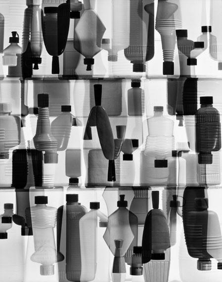 Peter Keetman: Plastikflaschen, 1963. © Stiftung F.C. Gundlach