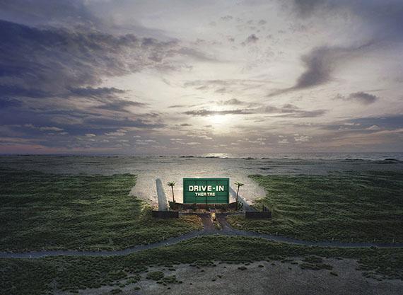 Thomas Wrede: Drive-In Theatre, 2009, C-Print, aus der Serie: Real Landcapes© VG-Bildkunst, Bonn 2017