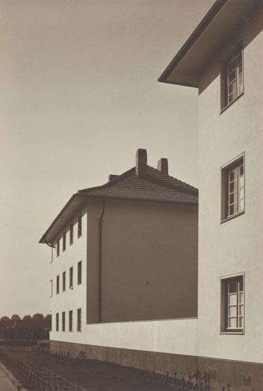 Werner Mantz: Housing block on Ruhrorterstrasse, Köln, um 1929, Bromide printMuseum Ludwig, Cologne © VG Bild-Kunst, Bonn 2017Photo: Rheinisches Bildarchiv Köln, Cologne