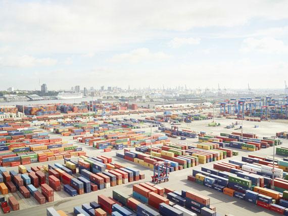 """Henrik Spohler: """"Containerterminal, Hamburg, Deutschland"""" aus der Serie """"In Between"""""""