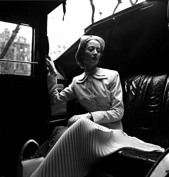 Lee Miller: Model wearing a Hardie Amis suite, London, 1949© Lee Miller Archives, Farley Farm House, Muddles Green, Chiddingly, East Sussex, BN8 6HW, England