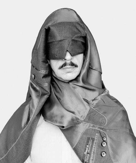 Philip, 2016, Silbergelatineabzug, kaschiert auf Aludibond, in 60 x 50 cm und 100 x 83,4 cm© Loredana Nemes