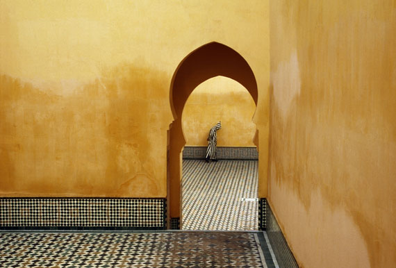 Moulay Ismael Mausoleum (Muslim shrine), Meknes, Morocco, 1985 © Bruno Barbey / Magnum Photos