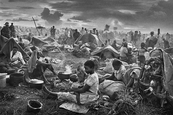 Rwandan refugee camp of Benako. Tanzania. 1994© Sebastião Salgado / Amazonas images