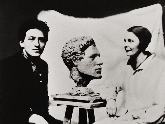 Teresa Hubbard / Alexander Birchler, Flora, 2017, production still. Alberto Giacometti and Flora Mayo with the bust she made of him c. 1927. Photographer Anonymous. Source: Sammlung Fotostiftung Schweiz, Winterthur.