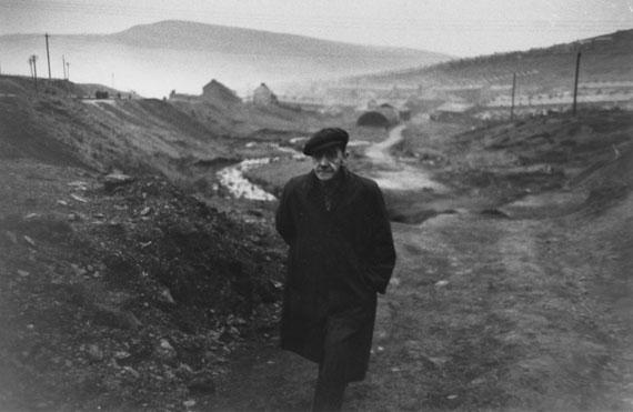 In the background caerau his village, Ben James, Wales 1951 © Robert Frank