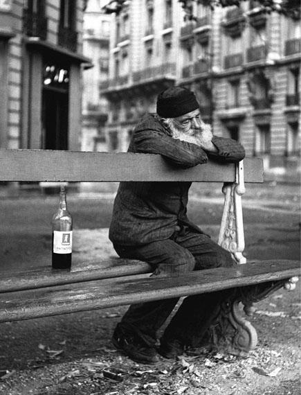Sabine Weiss: Place de Breteuil, Paris 1950