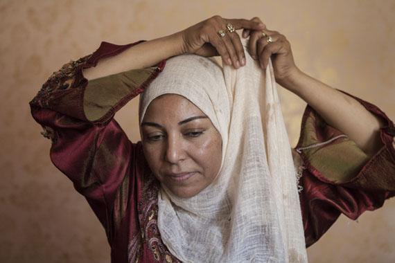 Amélie Losier: Nadia Ali Abdala in ihrer Wohnung, Sadat City, 2014