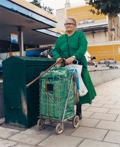 Stephen Gill, aus der Serie: Trolley Portraits, 2002, Display Print © Stephen Gill / Courtesy Christophe Guye Galerie, Zürich