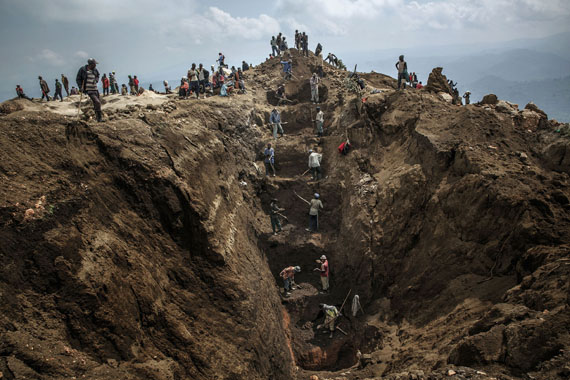 Marco Gualazzini: Rubaya, Republic Democratic of Congo, September 2013 - Workers exiting a mine shaft.