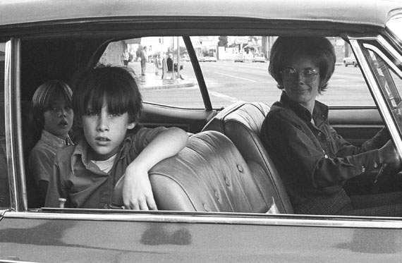 "Mike Mandel: Ohne Titel, aus der Serie ""People in Cars"", 1970 © Mike Mandel, Courtesy of Robert Mann Gallery"