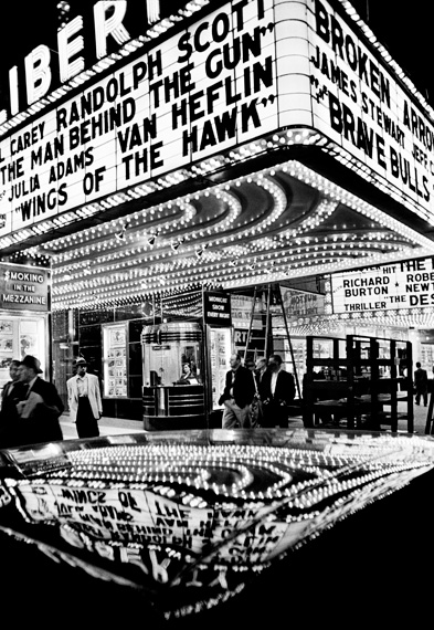 William Klein. Wings of the Hawk, New York 1955 © William Klein, VEGAP, Madrid, 2019