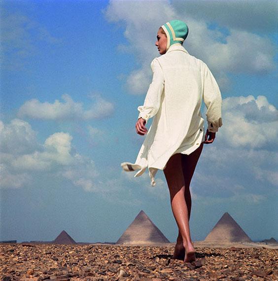 """F.C. Gundlach""""Vor der Cheopspyramide""""Karin Mossberg für RadiumGizeh, Ägypten 1966"""