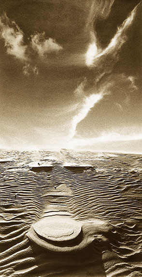 Kazimieras Mizgiris Wind + Sand. Kurische Nehrung, 96, 1976-2000Silbergelatineabzug25,5 x 15 cm© Kazimieras Mizgiris