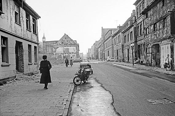 Robert Conrad: Greifswald, Erste Abrisse in der Fischstraße (1986)