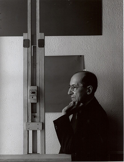 Arnold Newman: Piet Mondrian, 1942 Gelatin silver print © 1942 Arnold Newman / Getty Images