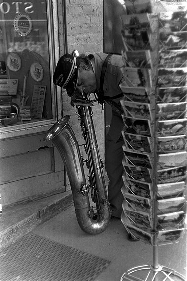 Louis Stettner: 'Parade Musican, Saratoga Springs, New York' 1953 © Louis Stettner