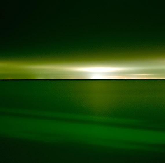 Lucinda Devlin: Lake Huron, 10-18-11, 10-45 pm, 2011aus der Serie: Lake Pictures