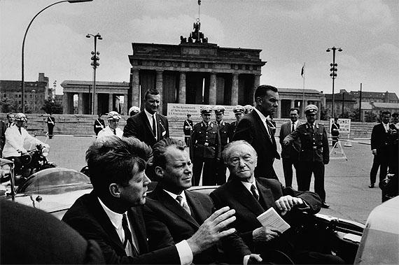 Will Mc BrideJ.F. Kennedy, Willy Brandt und Konrad Adenauer vorm Brandenburger Tor, 1963Silver gelatine print, 31,5 x 43,5 cm