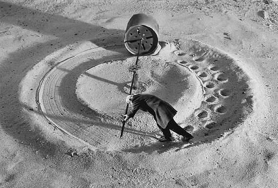 »Le moulin de l'oubli« , 1999. ©Gilbert Garcin.