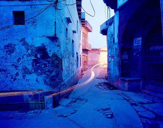 André Wagner: blue street corner (2010), 55 x 70 cm, from the series reflections of india © André Wagner