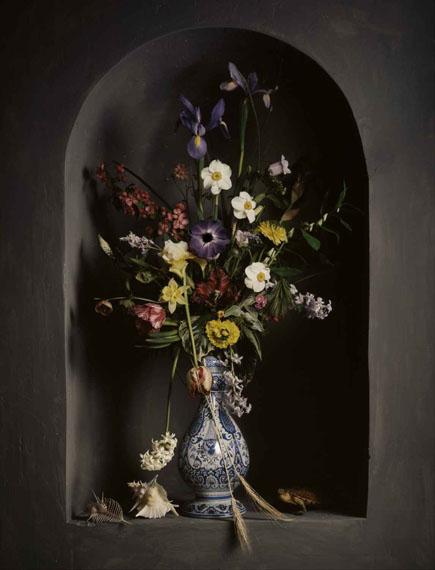 Guido MocaficoBouquet de fleurs dans une niche, 2008Chromogenic Print81 x 60 cm© Guido Mocafico / Bernheimer Fine Art Photography