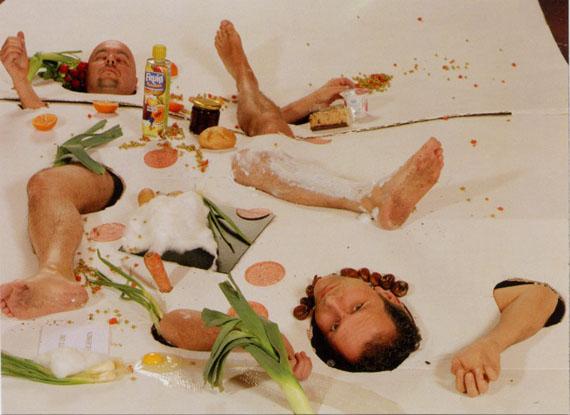 G.R.A.M.Wiener Blut (Mühl-Aktion Nr. 30 Nahrungsmitteltest), 2001/2002Farbfotografie