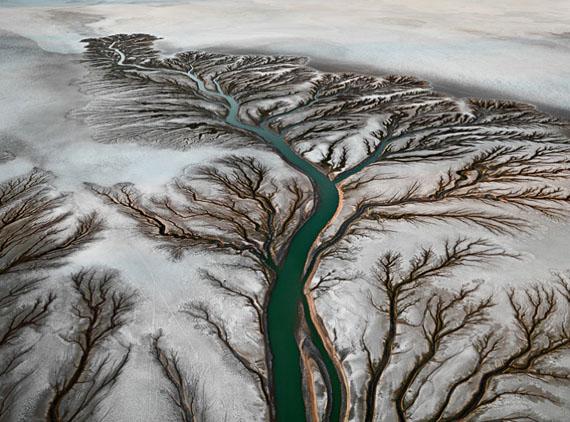 "Edward Burtynsky: ""Colorado River Delta #2, Near San Felipe"" , 2012, C-Print, 48 x 64 inches / 121,9 x 162,6 cm© Edward Burtynsky, courtesy Galerie Stefan Röpke, Köln / Galerie Springer Berlin"