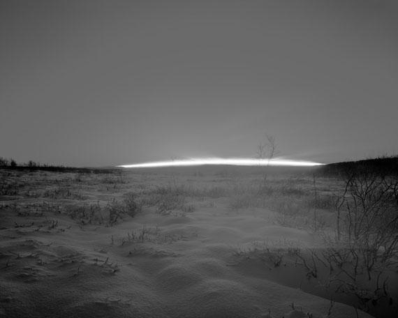 Guido BaselgiaLight Fall 40, 2014Durch die Mitte des Tages, 20. November 2011, N69°, NorwegenSilbergelatine auf Baryt96 x 120 cm
