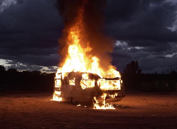 """Caravane, 2013Série """"Le Feu""""Mathieu PernotTirage jet d'encre, contrecollé sur dibond,110 x 150 cm, édition de 7.Collection de l'artiste, © Mathieu Pernot"""